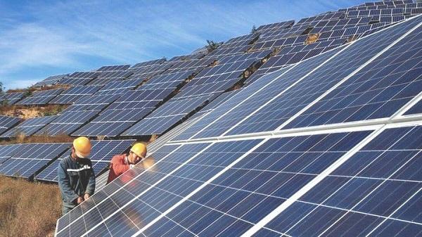 Pin năng lượng mặt trời đem lại cho người dùng nguồn năng lượng xanh. Co_nen_lap_dien_nang_luong_mat_troi_1